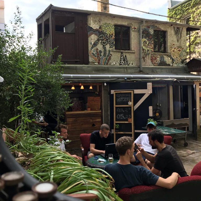 Der Innenhof des Cafe Mala direkt unter unserem Yoga-Studio