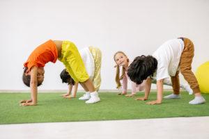 Yoga für Kinder Herabschauender Hund